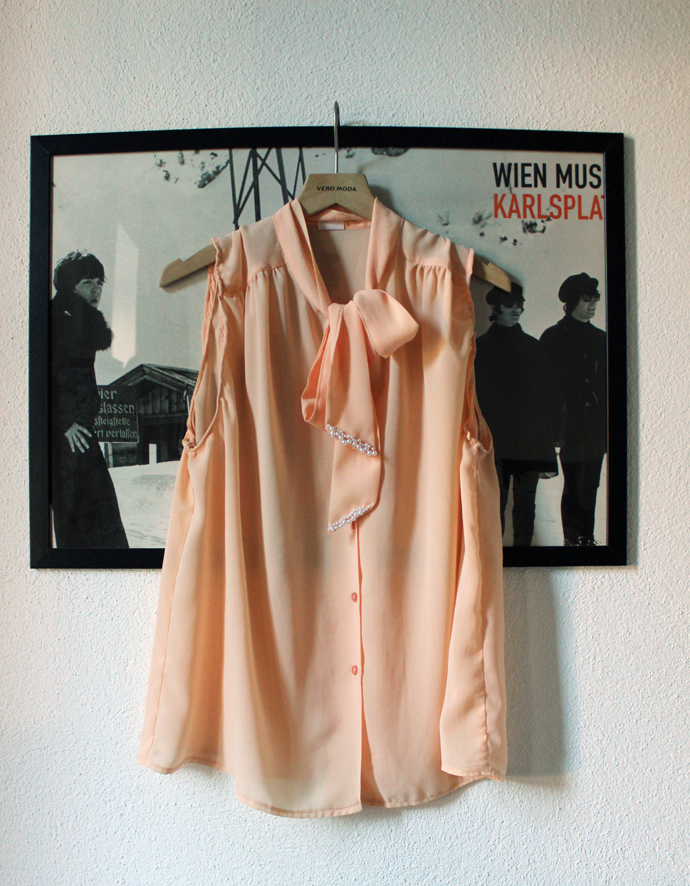 blouse_pearls